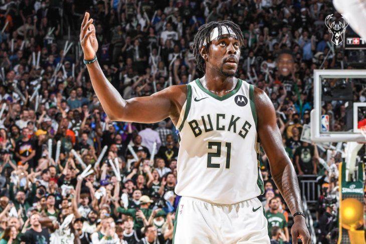 Los Bucks sobreviven a Booker y empatan las Finales.