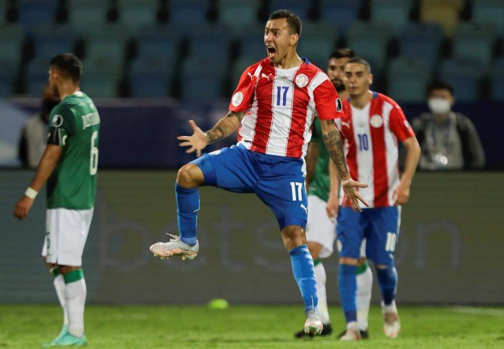 Alejandro Romero Gamarra celebra un gol de Paraguay.