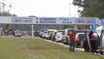 En jornada de vacunación de la población en general, de 35 a 49 años, se registró una alta concurrencia desde la noche anterior en el autódromo Rubén Dumot, ex Aratirí.