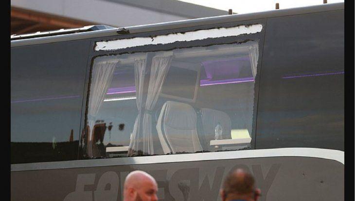 Apedrearon el bus del Real Madrid.