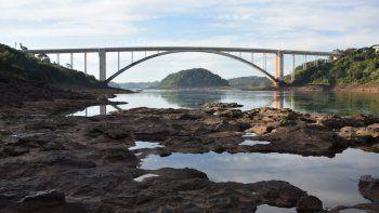 Alerta. Preocupa a las autoridades navales el actual cauce del Paraná, que exhibe gran cantidad de rocas que pueden ocasionar graves accidentes a los botes.