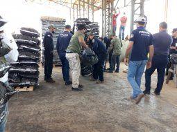 Desde las 8.00 los investigadores están en el puerto Caacupemí revisando  contenedores, tras recibir una denuncia de que presuntamente se podrían  encontrar sustancias estupefacientes en algunos de ellos.