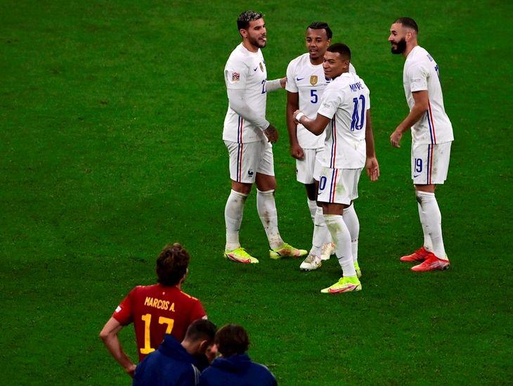 Jugadores de Francia celebran un gol ante España.