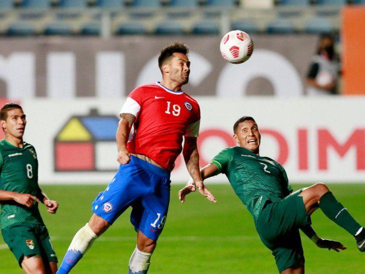 Chile y Bolivia necesitan la victoria para seguir con la esperanza de llegar al Mundial de Qatar.