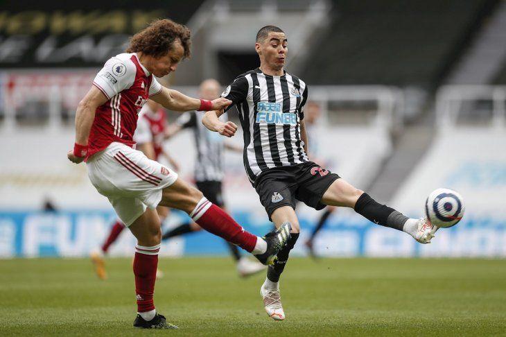 Arsenal venció al Newcastle de Miguel Almirón.