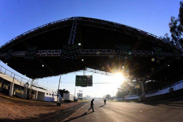 Ultiman detalles para la puesta en marcha del megavacunatorio en el autódromo Rubén Dumot.