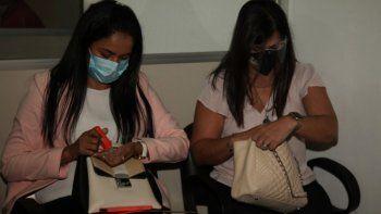 Nidia Godoy y Patricia Ferreira fueron acusadas por producción y uso de documentos no auténticos, comercialización de medicamentos no autorizados, omisión de evitar un resultado, actuación en representación de otro y asociación criminal.