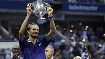 Superior. El tenista ruso Daniil Medvedev sometió al número 1 del mundo Novak Djokovic, en tres sets, para lograr el último Grand Slam de la temporada 2021.
