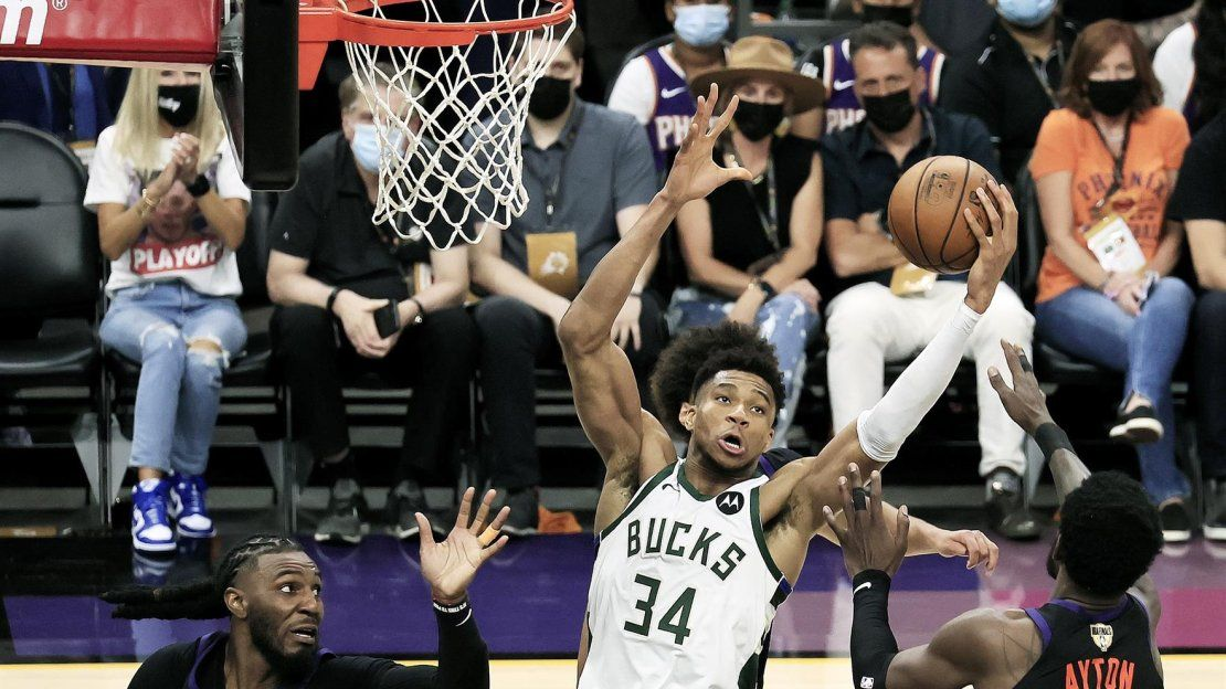 Suns se anotan el primer partido de Finales ante los Bucks