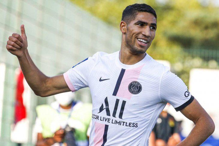 Achraf Hakimi debutó con gol y triunfo en el PSG.