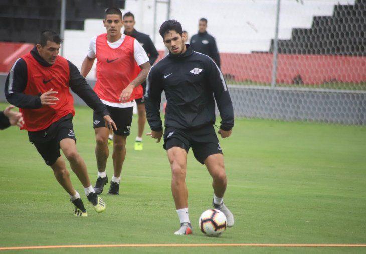 El Guma entrena en medio de una incerditumbre de quién será el nuevo entrenador.
