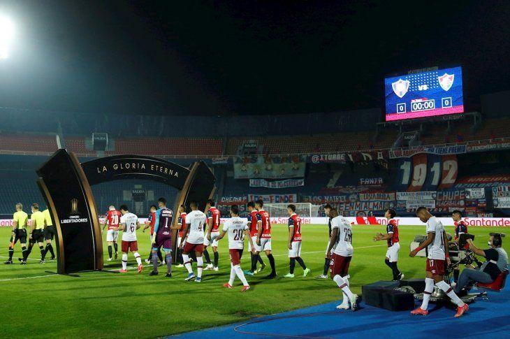La Conmebol suspendió a los árbitros de Cerro Porteño vs. Fluminense.