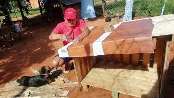 Celia de Villalba y su esposo Francisco Villalba, son unos ciudadanos que residen en la compañía Rojas Cañada, de la ciudad de Capiatá, donde formaron un hogar en el cual brindan amor a 19 perros y a una gata que fueron rescatados de las calles.