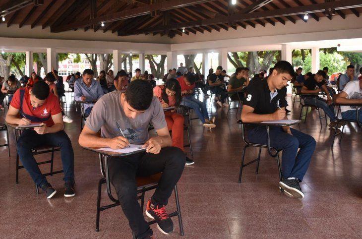 Los estudiantes realizan una denuncia por supuesto fraude en el Instituto Superior de Educacion Policial (Isepol). Afirman que de los 6.000 aspirantes