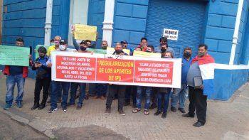 Alrededor de 50 trabajadores de la empresa Panchito López, Línea 29, se manifestaron frente al Ministerio de Trabajo, debido a que hace meses no cobran sus salarios.