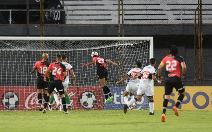 Cabezazo de Fredy Vera abrió la cuenta para River Plate en Para Uno.