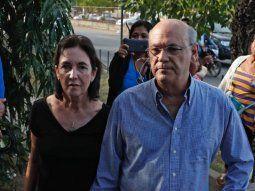 Los familiares de dos aspirantes a la presidencia de Nicaragua por la oposición denunciaron que la policía realiza acciones que atentan contra su salud.