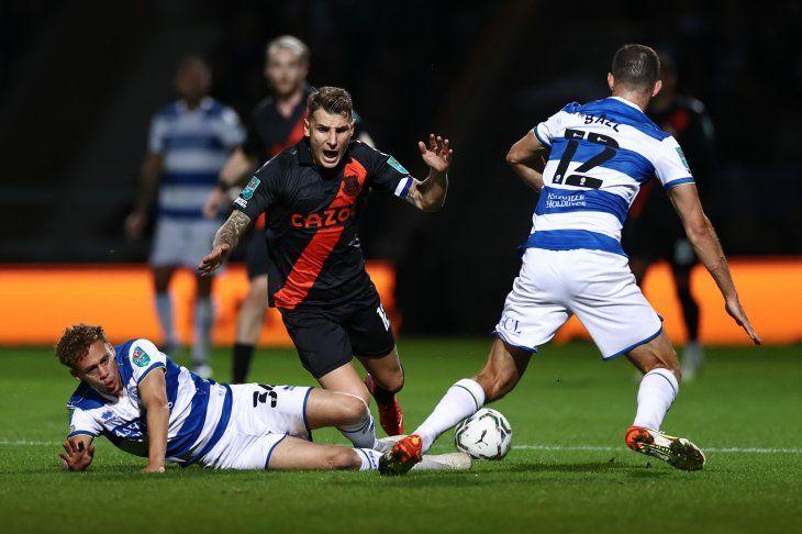 El Queens Park Rangers eliminó este martes al Everton de Rafa Benítez de la Copa de la Liga en los penaltis (3-2).