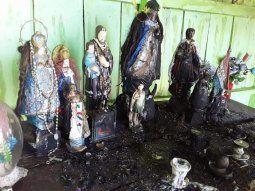 Con dolor e impotencia, Eva Parini, propietaria del lugar, dijo que  todas las imágenes de santos que se encontraban en la cima del Cerro Corá fueron quemadas por desconocidos.