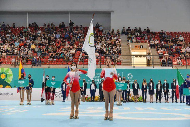 La apertura. Erika Alarcón y Laila Ozuna en la ceremonia.