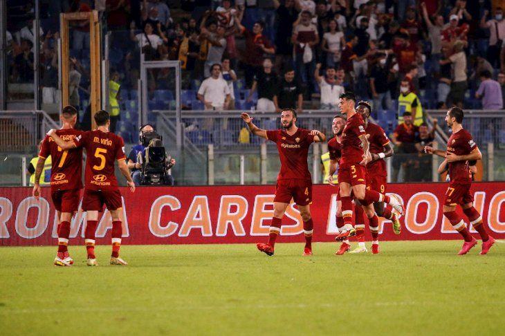 La Roma festejó en una jornada especial para Mourinho.