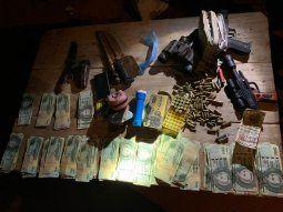 Fueron incautados escopetas calibre 12 milímetros, un  rifle calibre 22, una pistola semiautomática marca Bersa calibre 22, G.  17 millones, varios aparatos celulares, entre otras evidencias.