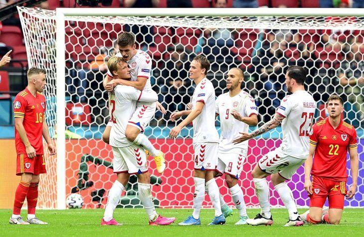 Dinamarca avanzó a los cuartos de final de la Eurocopa.