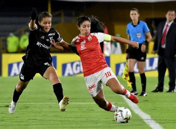El Independiente Santa Fe de Fany Gauto y Amada Peralta no pudo alzar la copa en el campeonato femenino colombiano.