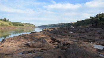 El Gobierno de Argentina decretó este lunes la emergencia hídrica en siete provincias debido a la histórica bajada en el nivel de las aguas del río Paraná y dispuso una serie de medidas para asistir a los afectados.