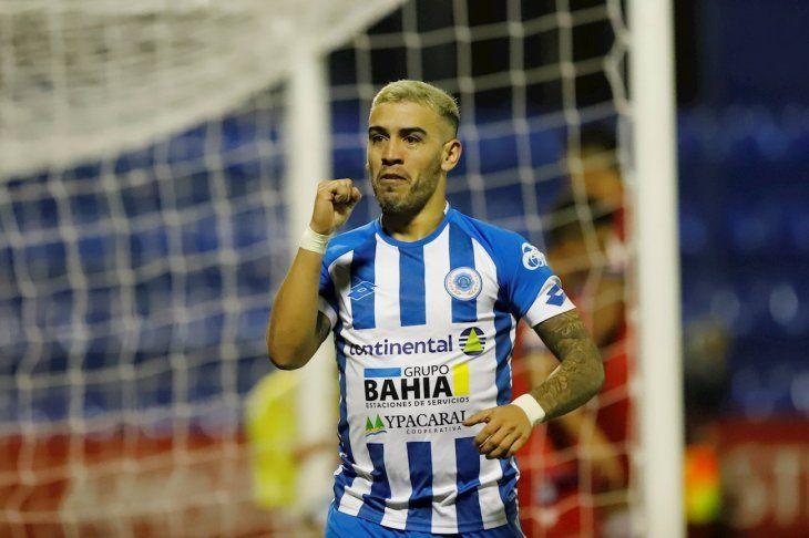 José Ariel Núñez festeja su gol para 12 de Octubre ante Huachipato.