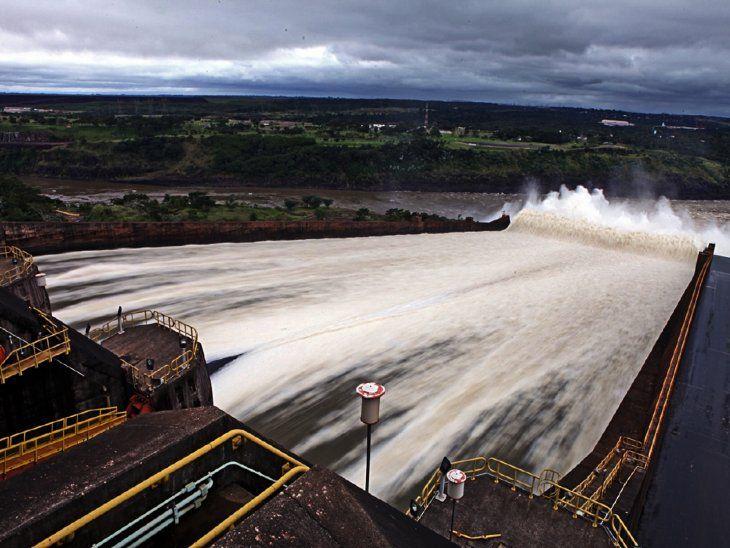 El vertedero de la represa de Itaipú cumple 32 años de su primera abertura   La primera apertura del vertedero de la Itaipú Binacional ocurrió hace 32 años