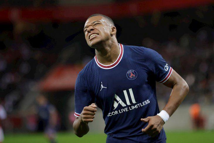 Leonardo aseguró que Mbappé no se irá del PSG.