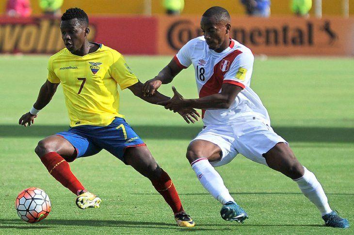 Ecuador y Perú se enfrentan en Quito con la necesidad de ganar.