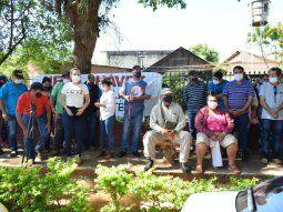 Pobladores de Independencia se manifestaron frente a la Fiscalía de Villarrica para exigir que se haga justicia por la supuesta falsificación de firmas que involucra al intendente, Francisco Arnaldo Chávez.