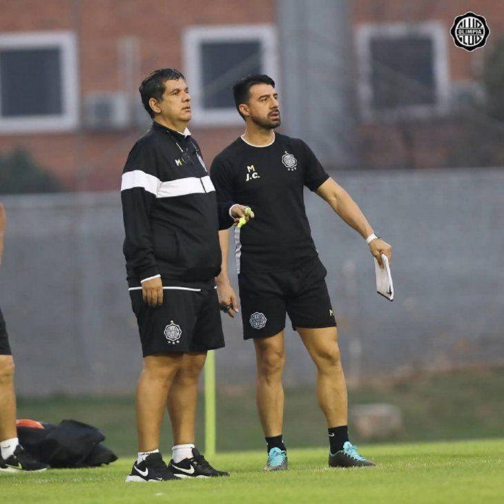 Enrique Landaida y Julio César Cáceres durante un entrenamiento de Olimpia.
