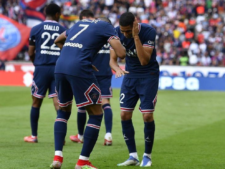 Jugadores del PSG celebran un gol.