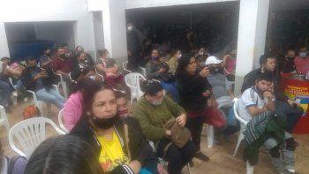 Alrededor de 300 personas se manifestaron en Ciudad del Este, luego de que se registrara el cierre del vacunatorio de la Gobernación sin que les aplicaran la dosis. Finalmente, un nuevo grupo de vacunadores llegó al local para inmunizar a los presentes.