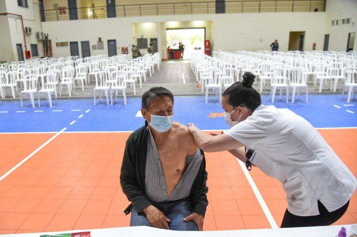 Paraguay registra hasta el momento un lento proceso de vacunación y sin alta concurrencia de personas.