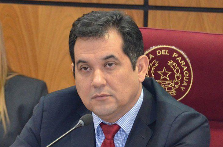 Martín Arévalo Tres ejes El senador Martín Arévalo se centrará en la ejecución de la ley de capitalidad para contar con USD 120 millones a fin de realizar obras como los desagües pluviales. Asimismo