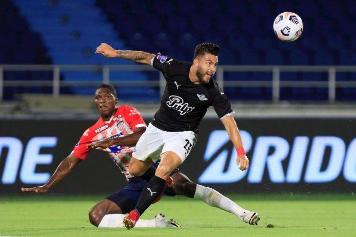Destacado. Héctor Villalba fue la figura de Libertad en el duelo de ida en Barranquilla marcando dos goles.