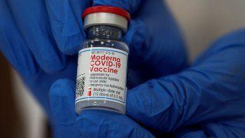 La denuncia sobre el extravío de dos frascos de vacunas anti-Covid de la farmacéutica Moderna, equivalente a unas 20 dosis fue realizada en la Comisaría 1ª de Caacupé, en el Departamento de Cordillera.
