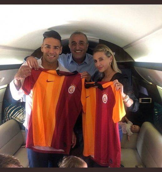 El colombiano Falcao negocia en Estambul su fichaje con el Galatasaray.