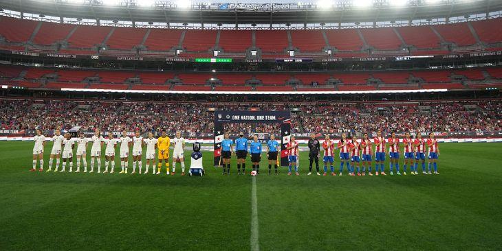 Las selecciones de Estados Unidos y Paraguay antes del amistoso.