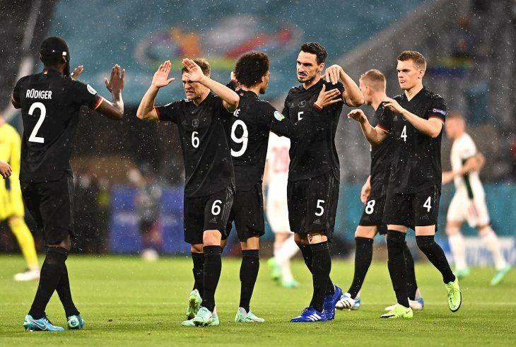 Jugadores de Alemania celebran la clasificación ante Hungría.