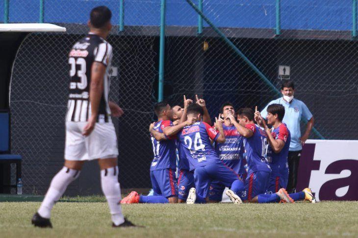 Independiente de Campo Grande le ganó a Santaní y alcanzó la punta del Intermedia.