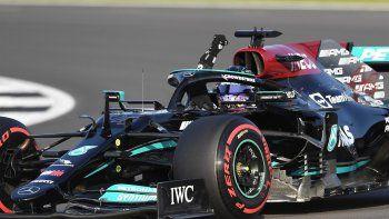 Lewis Hamilton saldrá desde el primer puesto de la formación de salida de la primera calificación con formato de prueba sprint de la historia de la Fórmula Uno, que tendrá lugar este sábado en el circuito inglés de Silverstone, sede del Gran Premio de Gran Bretaña.