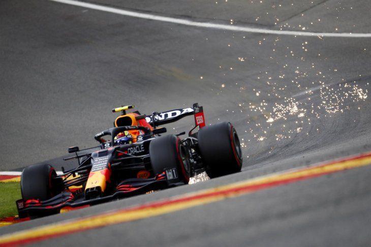 El piloto de Fórmula Uno Sergio Checo Pérez seguirá la próxima temporada en Red Bull.