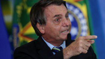 Un juez del Tribunal Superior Electoral (TSE) dio 15 días al presidente de Brasil, Jair Bolsonaro, para que entregue pruebas que comprueben las supuestas irregularidades en el sistema electrónico de recuento de votos, las cuales ha denunciado sin evidencias en reiteradas ocasiones.