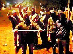 Armados con palos, encapuchados y preparados para hacer justicia por manos propias, vecinos de varias localidades del país salen a patrullar las calles para hacer frente a la ola de inseguridad.