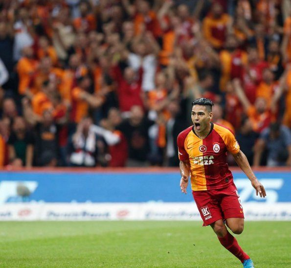 Falcao celebra su primer gol con el Galatasaray.
